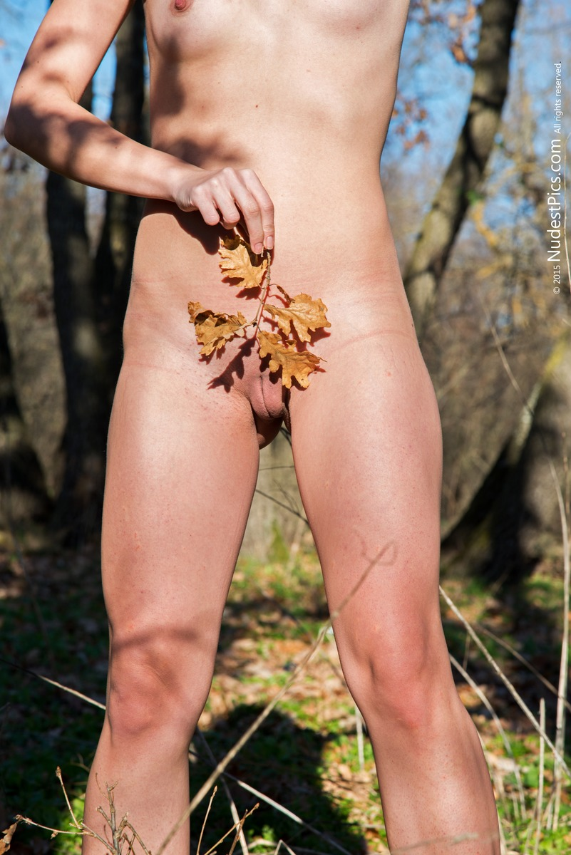 Stark Naked Girl Pussy Autumn Leafs