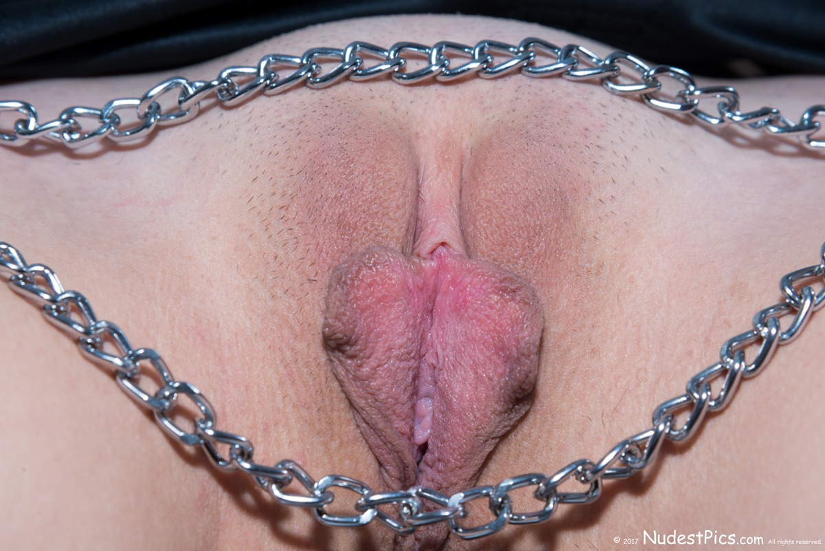 Open Butterfly Long Pussy Lips with Chains