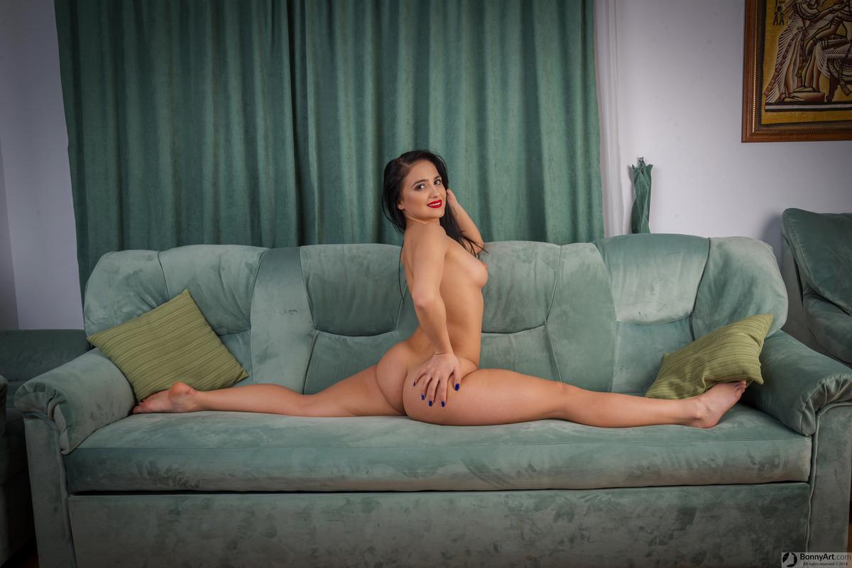 Nude Hot Girl Doing Splits