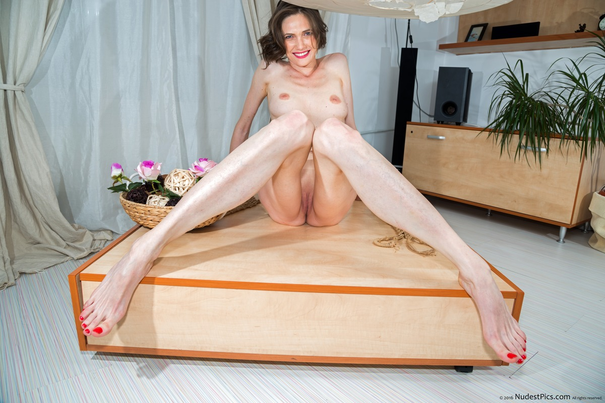 Skinny Tall Nude White Woman Sitting Pussy & Breasts