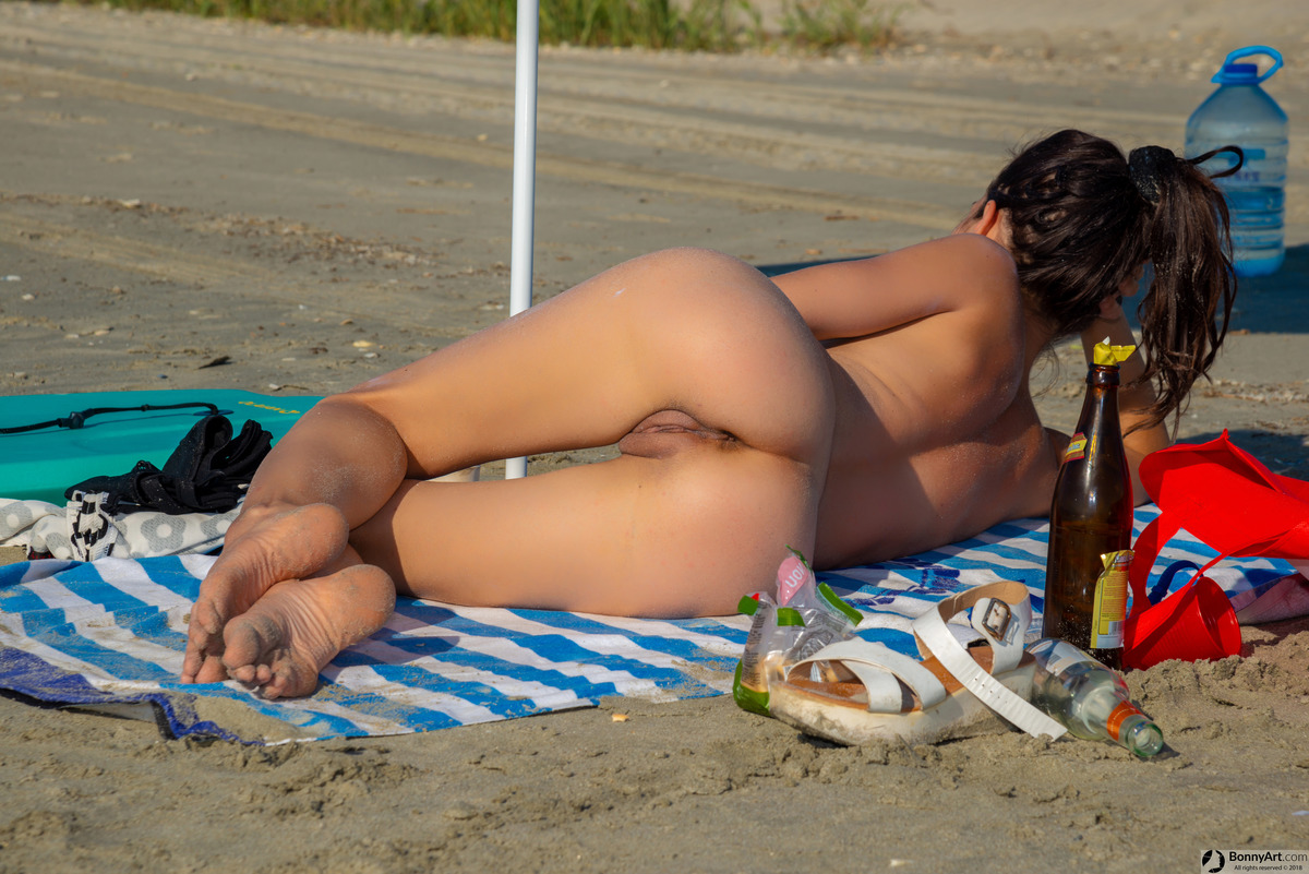 Nude Beach Spying Young Beautiful Naked Girl's Booty