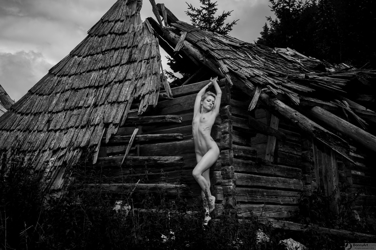 Beautiful Blonde Posing Naked at the Abandoned Hut